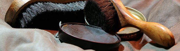 Quelques accessoires d'entretien des chaussures en cuir